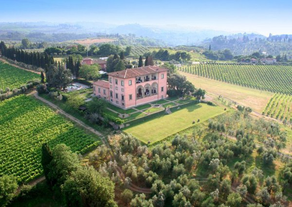 Amberlair Crowdsourced Crowdfunded Boutique Hotel Villa Mangiacane Winery #BoHoLover: Meet Diana Isac of Winerist @thewinerist