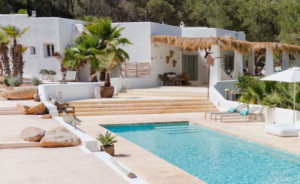 Amberlair Crowdsourced Crowdfunded Boutique Hotel - #BoHoLover: Meet Caroline & Rushan of Pure House Ibiza @PureHouseIbiza