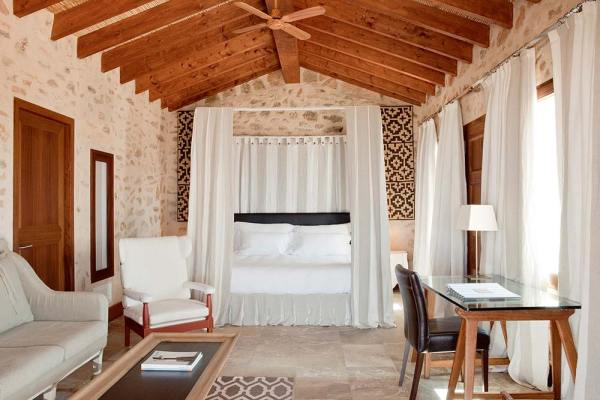 Amberlair Crowdsourced Crowdfunded Boutique Hotel - #boholover and hospitality aficionado Nadia @NadiaGalloPT