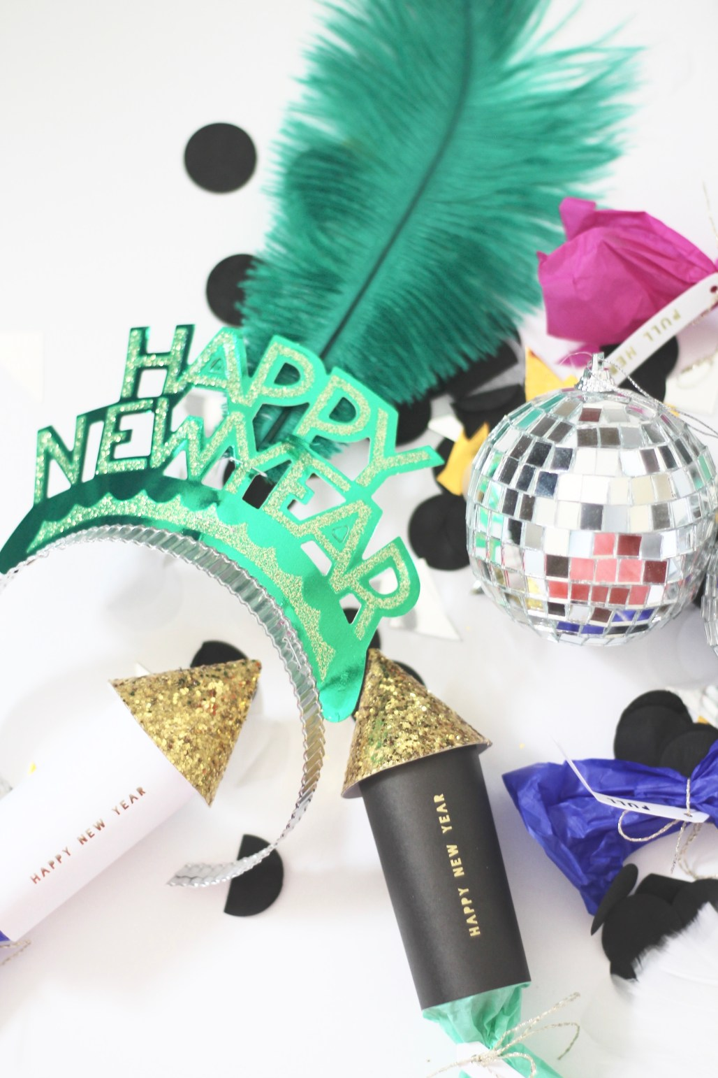 A Married Adventure Blog: New Year's Eve Party Inspiration: amberpizante.com