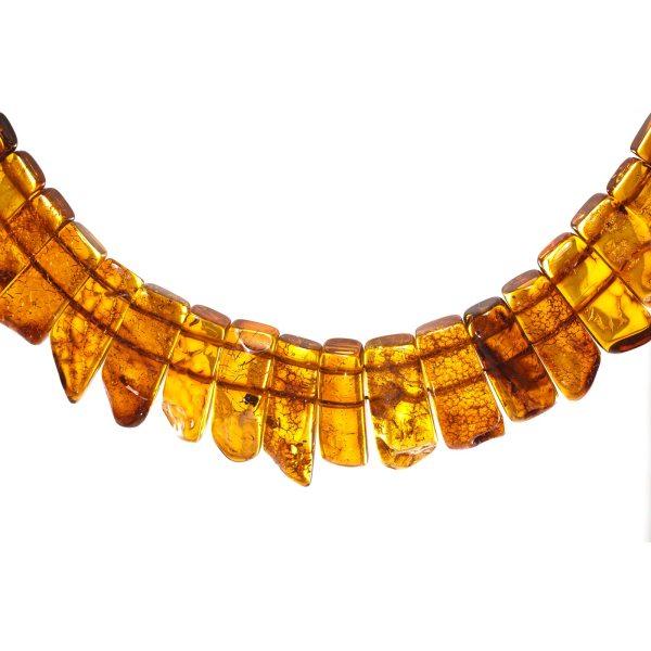 natural-baltic-amber-necklace-silvia-close