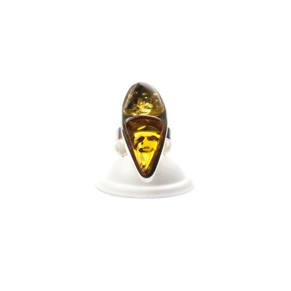 silver-ring-with-natural-baltic-amber-piece-beutenica-sideview-2
