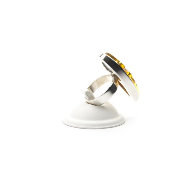 silver-ring-with-natural-baltic-amber-piece-beutenica-sideview