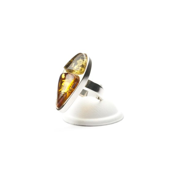 silver-ring-with-natural-baltic-amber-piece-beutenica