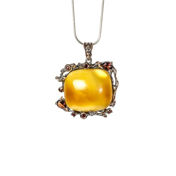 silver-pendant-with-natural-baltic-amber-raspberry-front