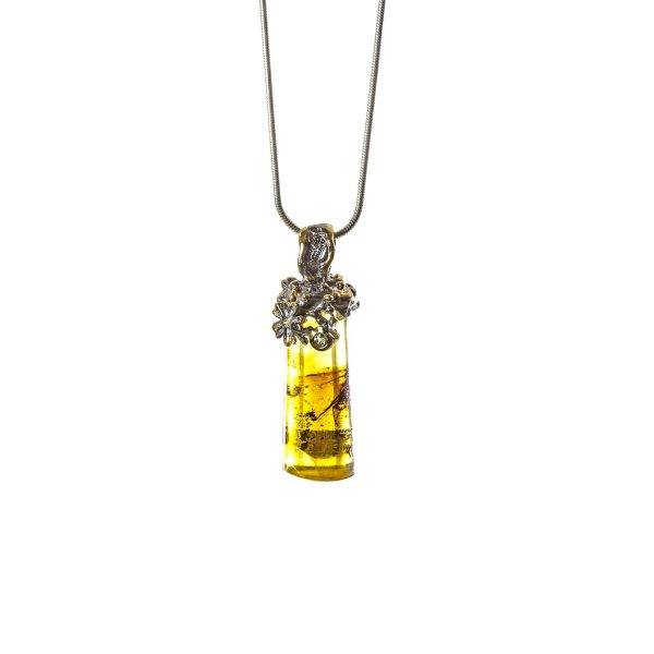 silver-pendant-with-natural-baltic-amber-with-insect-inclusion-front