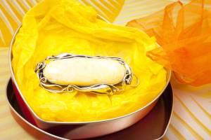 yellow-amber-brooch