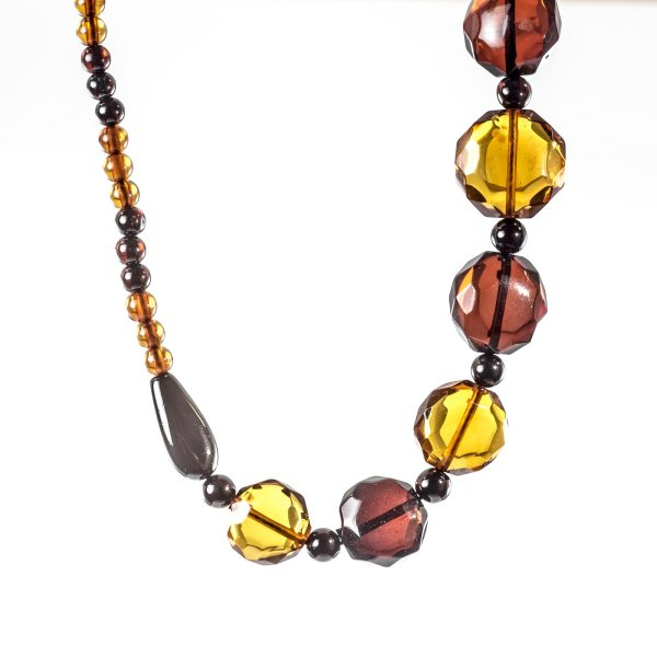natural-baltic-necklace-with-faceted-beads-polaris-4
