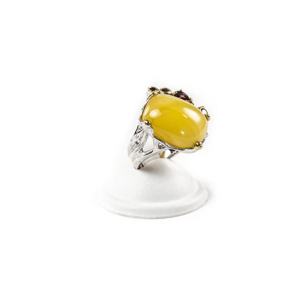 Graceful Silver Ring with Amber