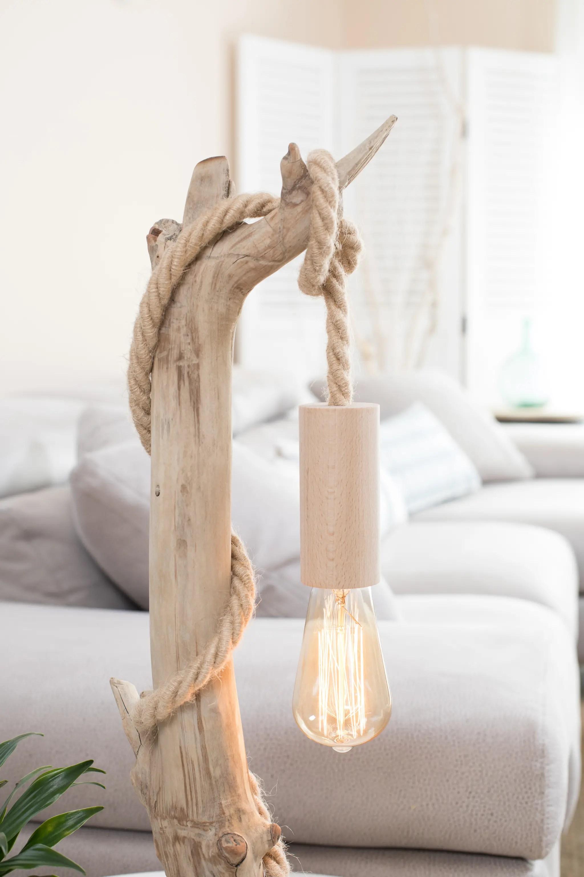 lampe en bois flott et ampoule edison vendu ambiance. Black Bedroom Furniture Sets. Home Design Ideas