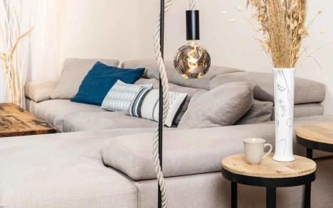 Lampadaire potence en métal noir corde lin naturel