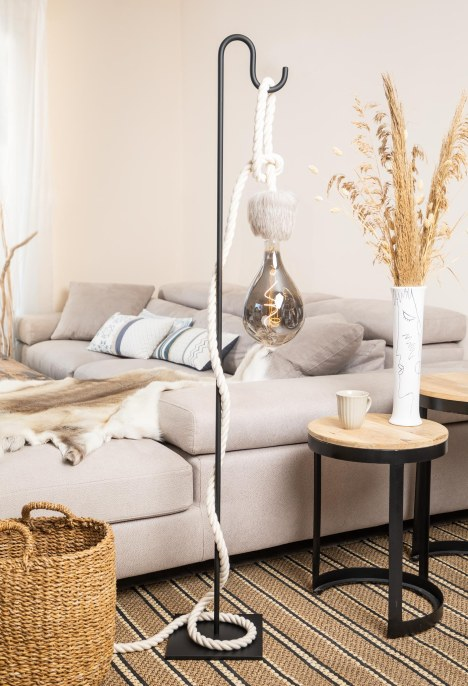 Lampe de table potence métal noir corde coton blanc peau de renne