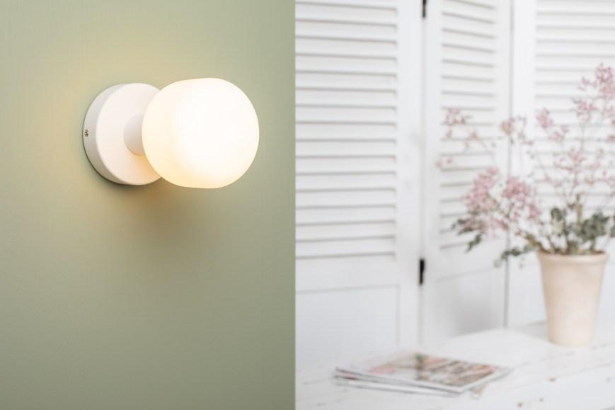 Applique bois blanc ampoule porcelaine creta