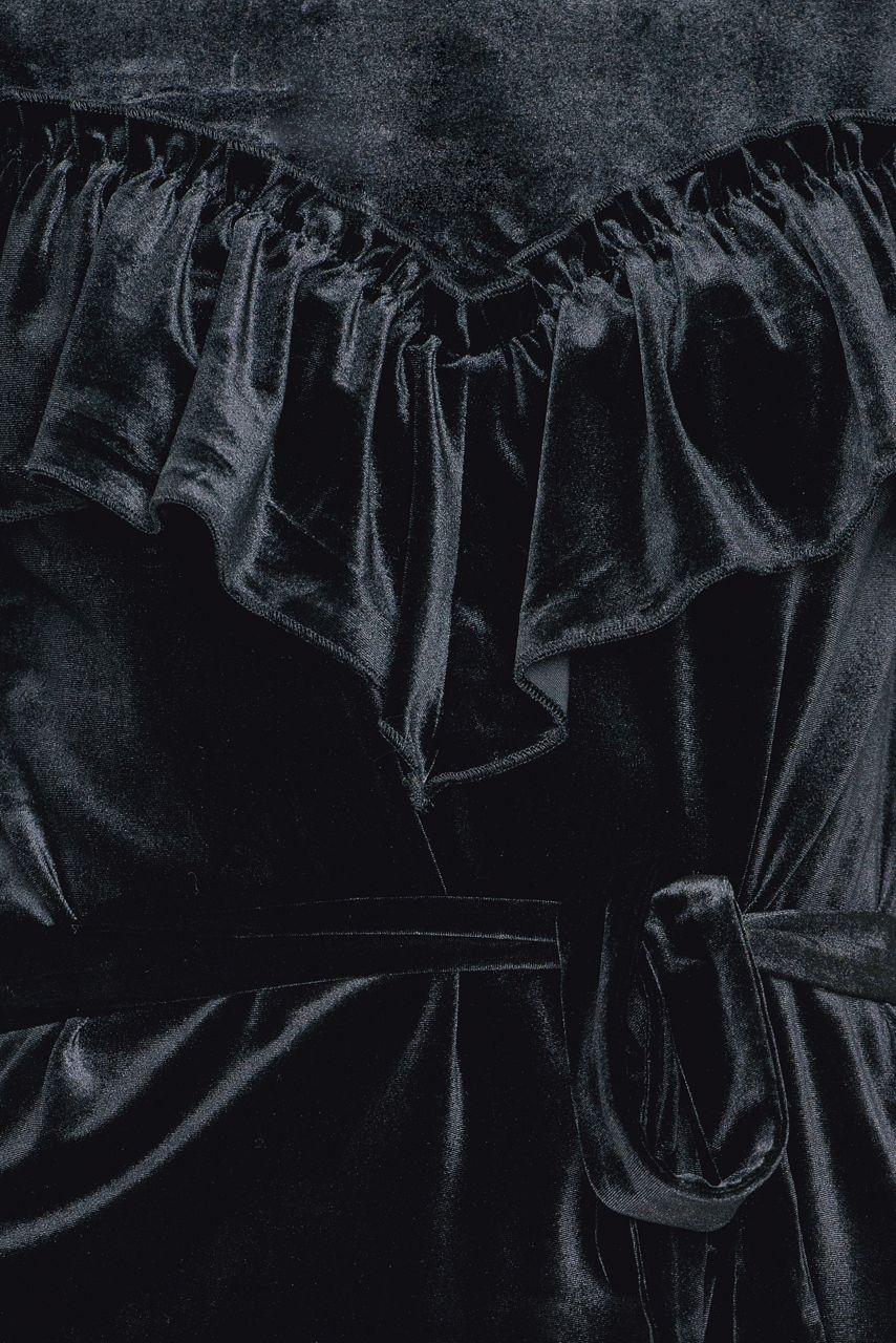 Sort velourkjole med belte og volanger Gestuz - locklyn dress 1306