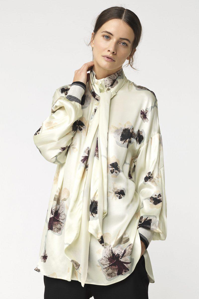 Kremblomstret bluse med avtagbar sløyfe By Malene Birger - ISABELA SHIRT