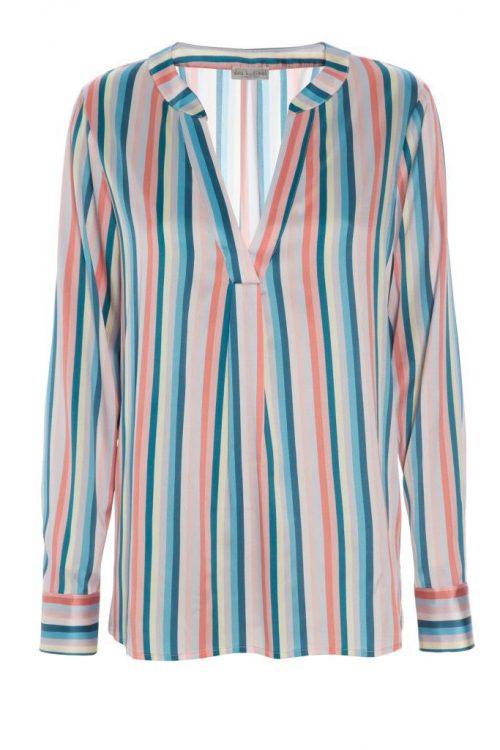Lyseblårosastripet bluse med v-hals i stretch silke satin Dea Kudibal - Santena 07-118 anmass 95% silk, 5% elastane