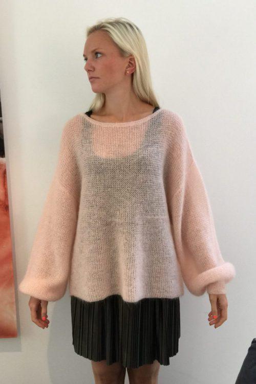 Dus rosa eller pink mohairmix genser med puffermer Dear Dharma - puff