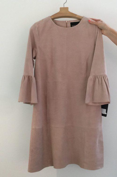 Dus rosa skinnkjole med volangerm Dear Dharma - topsy dress