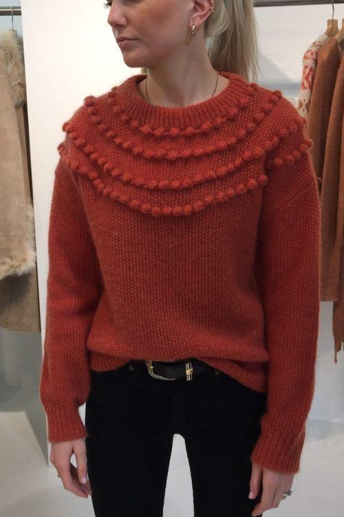 Orangekorall eller beige mohairmix genser med bomber Dear Dharma - pompy