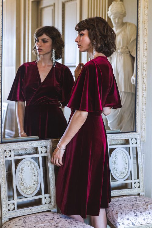 Cognac (ikke rød) velour omlottkjole med engleerm Katrin Uri - 601 lounge volang sleeve dress