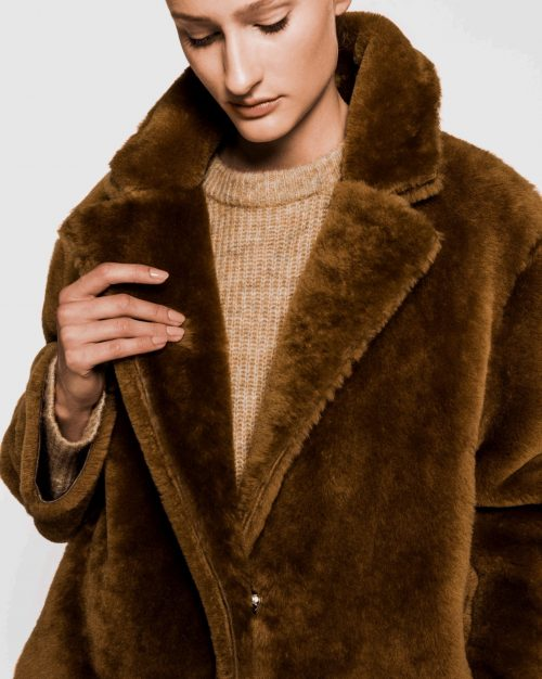 Supertrendy cognacbrun shearling lammeskinnskåpe One & Another - mongolia coat