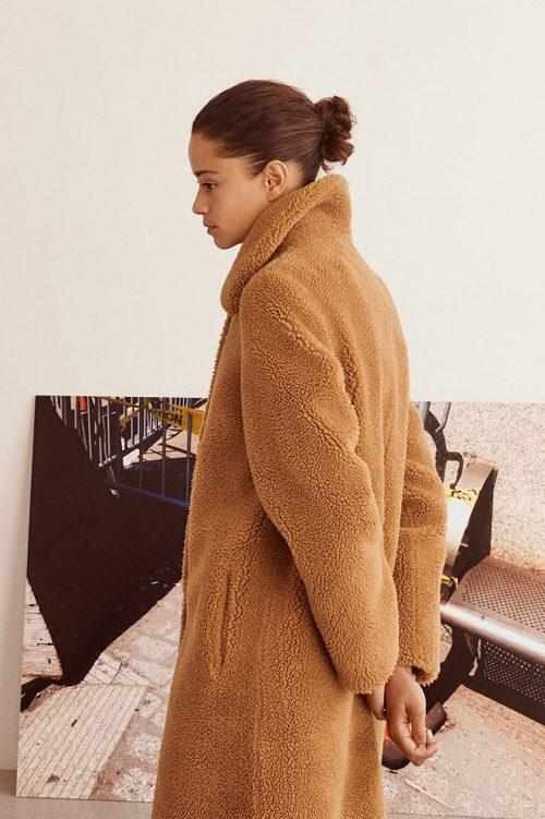Nougat fake lang shearling kåpe fra Stand - gilberte coat