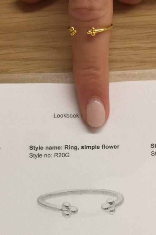 'Simple flower' ring Enamel Copenhagen - R20G Ring, simple flower