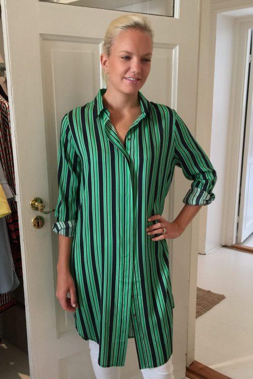 Grønnsortstripet skjortekjole Dea Kudibal - kristine leana green