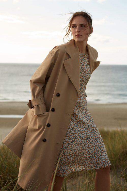 Offwite-appelsin småblomstret silkeviskose feminin kjole Katrin Uri - 623 catherine short sleeve dress