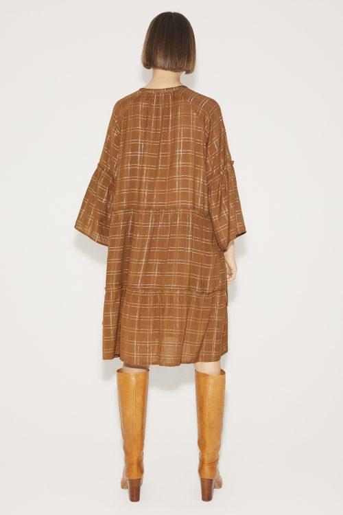 Karamell viskose kjole med lurexrutet mønster Munthe - deep karamell