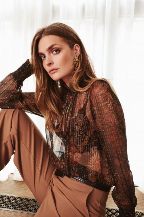 Høstmønstret paisley silke bluse med poloaktig hals hvis du knepper igjen Katrin Uri - 420 marni gold paisley silk blouse