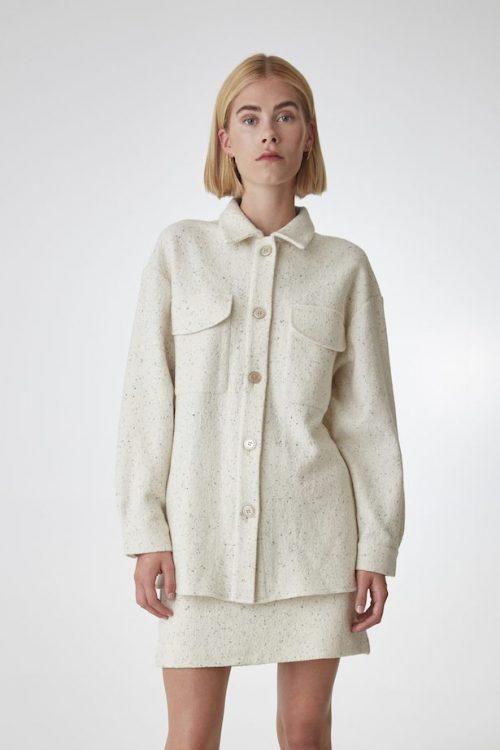 Kremspettet flanellskjorte og kremspettet kort skjørt Gestuz - sadie shirt 10904107 / sadie skirt 10904109