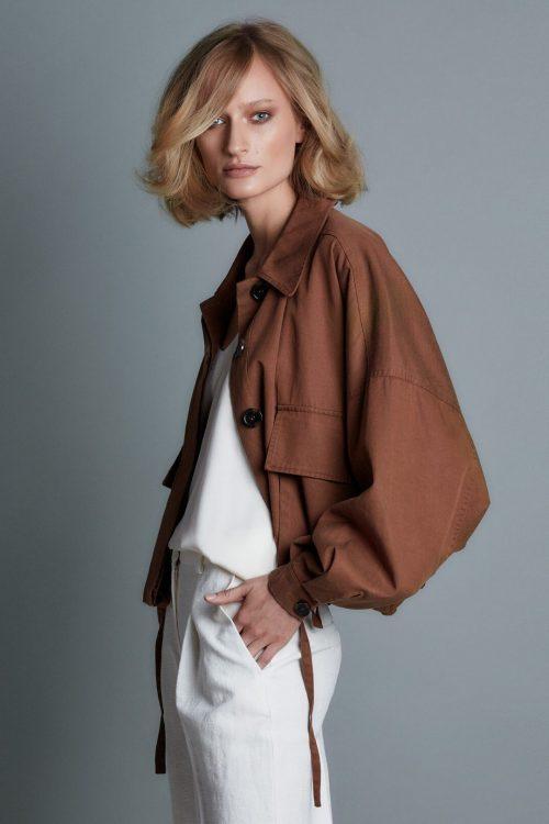 Kanel tencel/bomull oversized kort sporty jakke med lommer One&Other - mario