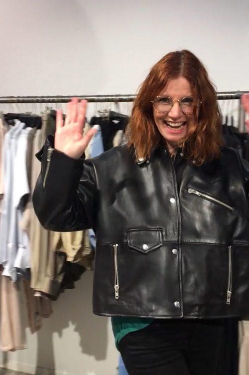 Sandra viser deg rundt i butikken på CC Vest