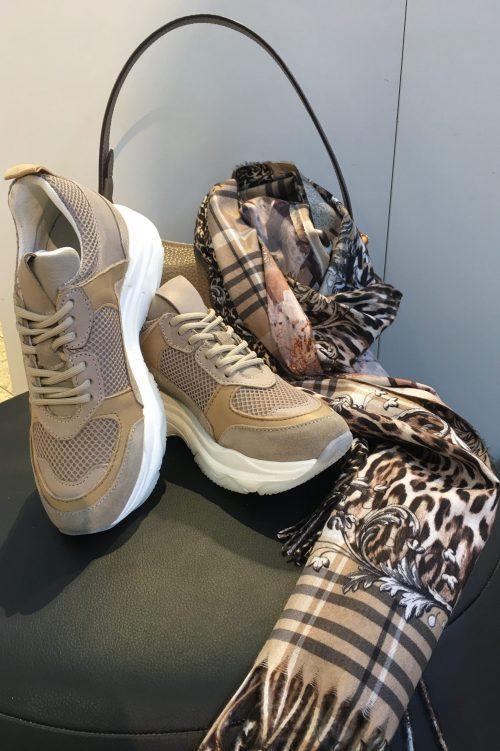Sand kalveskinn sneakers Shoe Biz - Rad Mønstret skjerf Bæltekompagniet