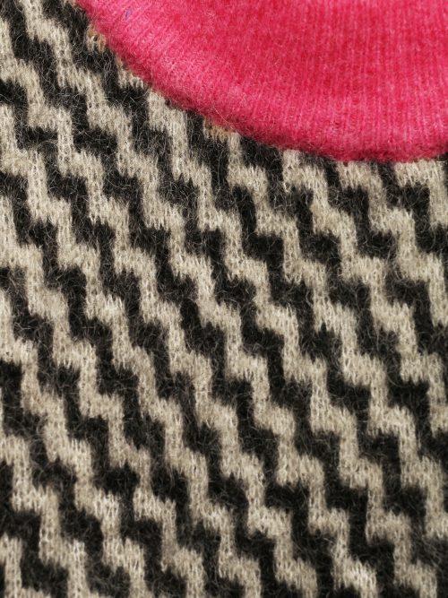 Sortmønstret med sjokkrosa og rød kanting American Vintage - zabi18E