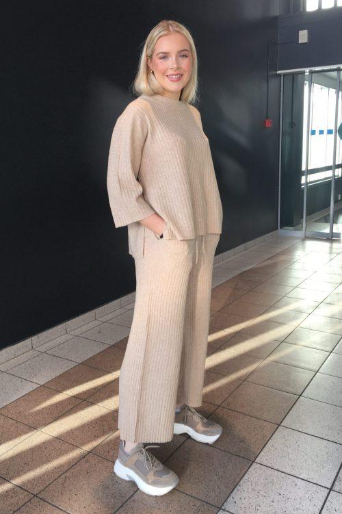 Beige ribbet 100% myk merinoull genser og culotte Ilag - steilene sweater / steilene pants