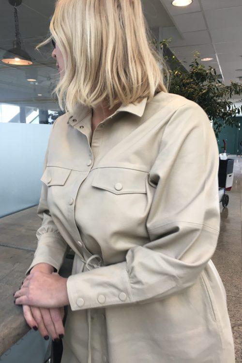 Kitt skinn skjortekjole/lang jakke med belte Mos Mosh - Bradshaw Long Leather Shirt