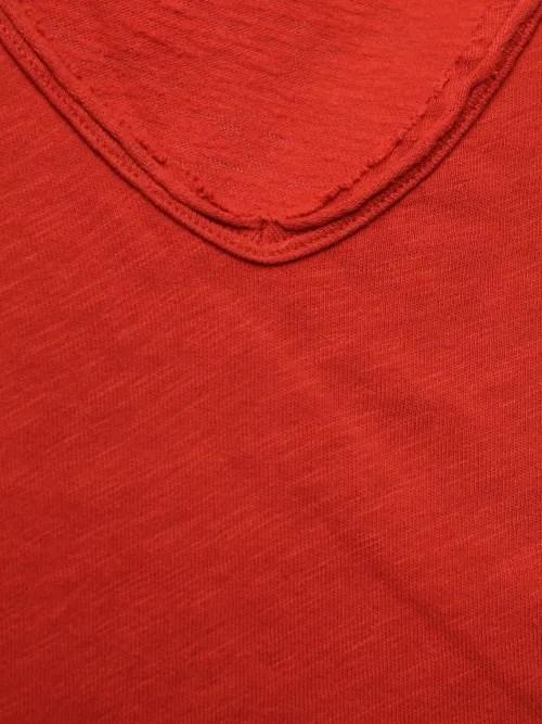 Rød, vinrød, hvit, grønn bomullstopp med v-hals og råkant American Vintage - son02B