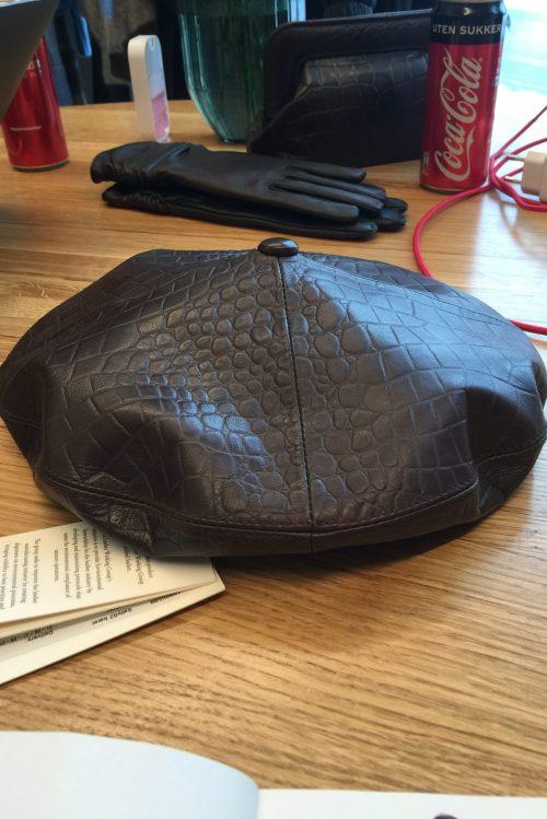 Brun croco lammeskinn trendy beret Gestuz - salli hat