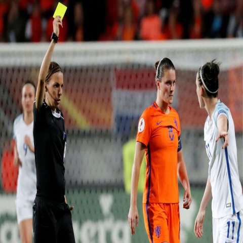 First female Ligue 1 referee takes charge of match