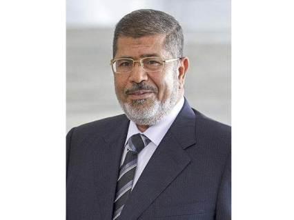 Egypt's ousted president Mohammed Morsi collapses in court, dies