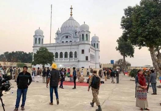 Pakistan issues commemorative coin to mark Guru Nanak's 550th anniversary