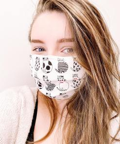 Young woman wearing a Facemask