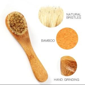 BROSSE NETTOYANTE POUR LE VISAGE EN BAMBOU La brosse de visage est fabriqué avec des poils de sanglier blancs et dispose d'une poignée en bambou naturel.Poils de sanglier blancs très doux. ne vous fera pas mal au visageconfortable. les poils de sanglier blancs sont bons pour notre santé.