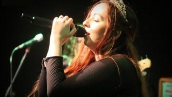 Aline Happ, vocalista do Lyria, é uma das idealizadoras do evento