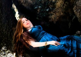 Aline Happ, vocalista do Lyria, é uma das nascidas sob o signo de Gêmeos
