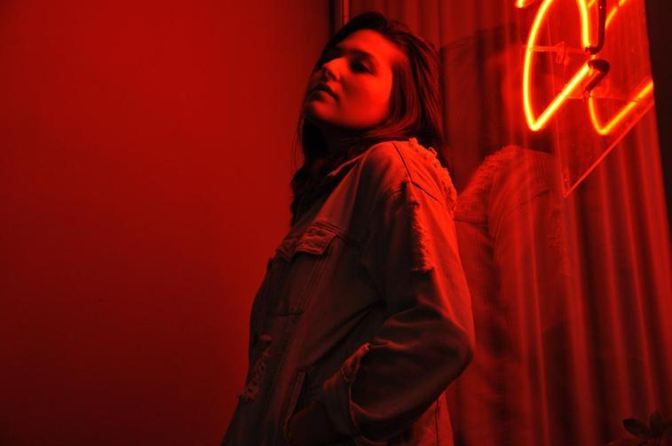Raquel Campelo transforma o fim de um relacionamento em indie folk   Música   Revista Ambrosia
