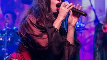 Arya Medeiros Cappia (foto) é vocalista da Eve Desire