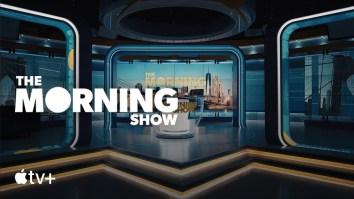 """Apple lança primeiro trailer de """"The Morning Show"""", série que reúne Steve Carell e Jennifer Aniston   Steve Carell   Revista Ambrosia"""